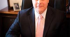 El alcalde de West New York, Félix Roque, logra la victoria y sigue en su asiento municipal.