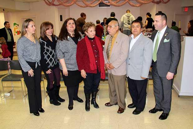 Annette Quijano y voluntarios de otras organizaciones se han encargado de llevar alegría y regalos a los niños del Hospital Trinitas por motivo del Día de los Reyes Magos durante 6 años consecutivos.