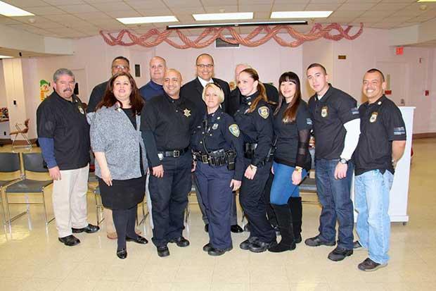Varios oficiales del Departamento de Policía de Elizabeth dijeron presente en la actividad del año pasado.