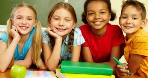 Los niños terminan sus vacaciones y retornar felices a sus centros escolares.