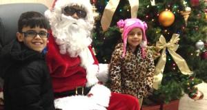 """""""Santa"""" y niños, durante el evento realizado por Liberty Savings Federal Credit Union, en días previos a la Navidad en su oficina central ubicada en Jersey City."""