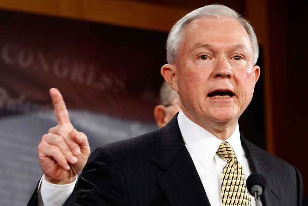 Sessions fue confirmado en el cargo en una votación de 52 a favor y 57 en contra que siguió mayormente las líneas partidistas con una deserción demócrata. Foto: Internet.