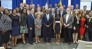 El alcalde de la ciudad de Newark, Ras Baraka durante el lanzamiento de su nuevo programa de impulso económico.
