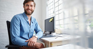 hombre-barba-pc-computadora